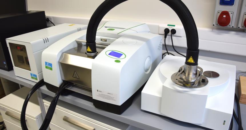 Analizator termiczny sprzężony ze spektrometrem FTIR Frontier (STA 6000, Perkin Elmer)