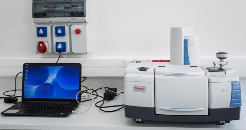 Spektrometr FT-IR (NicoletiS 50)