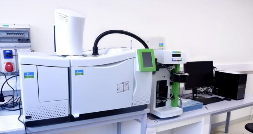 Analizator termograwimetryczny sprzężony z układem GC/MS (PYRIS TGA 1/ GC/MS Clarus 680 SQ8, Perkin Elmer)